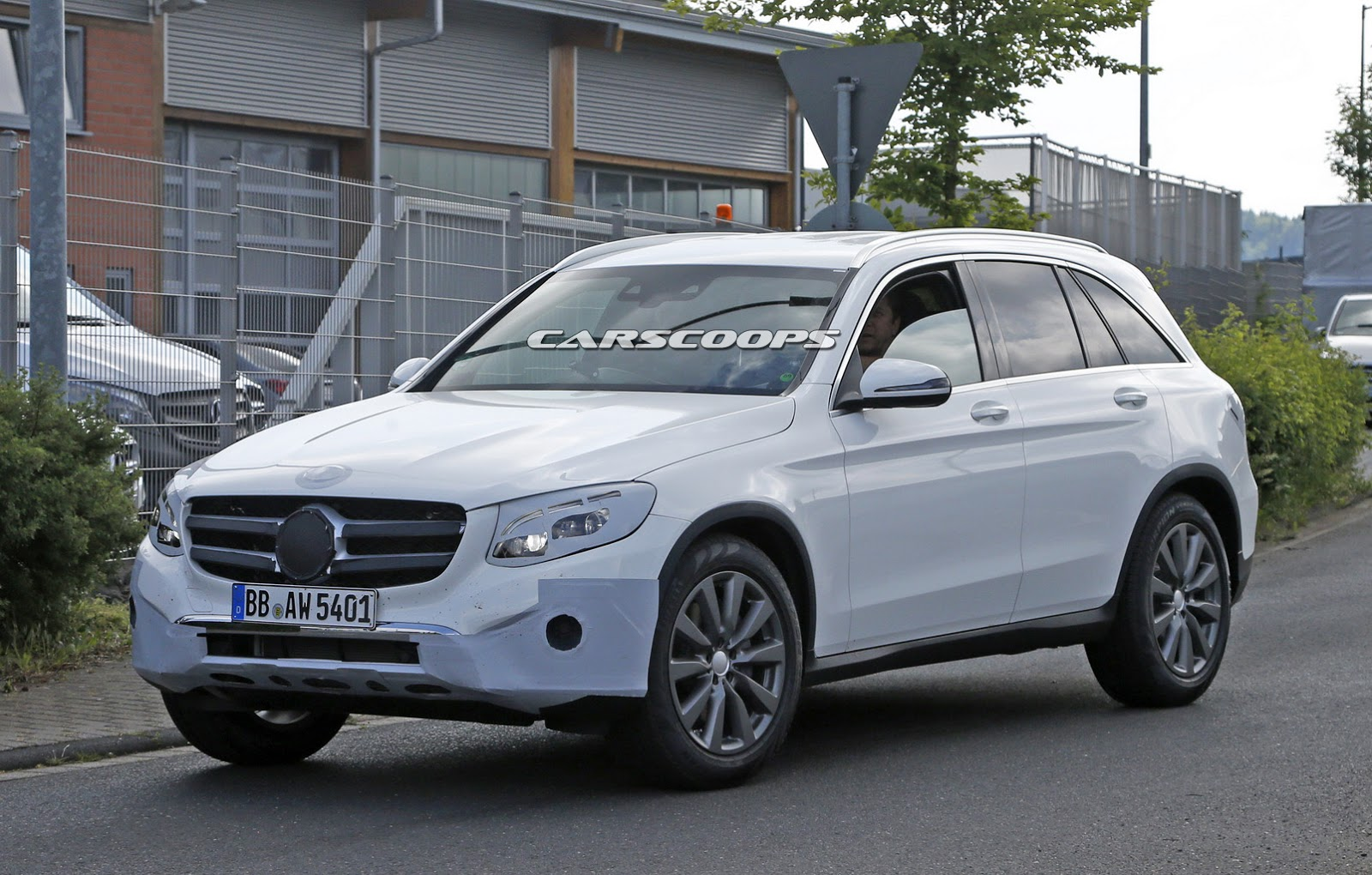 new mercedes benz glc compact suv spied almost undisguised carscoops. Black Bedroom Furniture Sets. Home Design Ideas