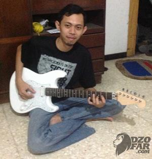 Novan dan Guitarnya