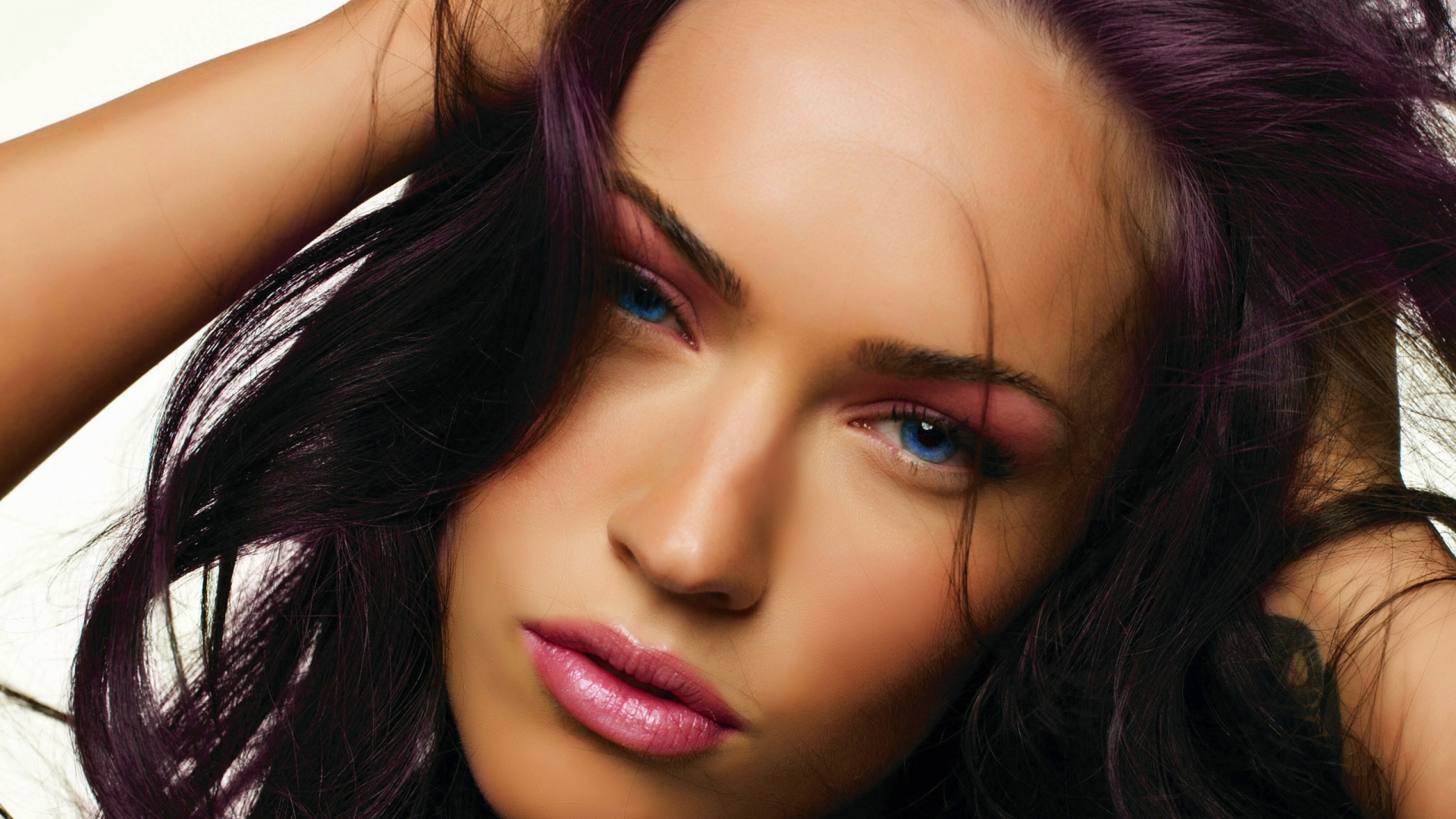 http://4.bp.blogspot.com/-QfjEpoN0HC4/UBl3E3oH-mI/AAAAAAAAE5c/DAUJFiGQFqI/s0/megan-fox-close-up-1920x1080-wallpaper.jpg