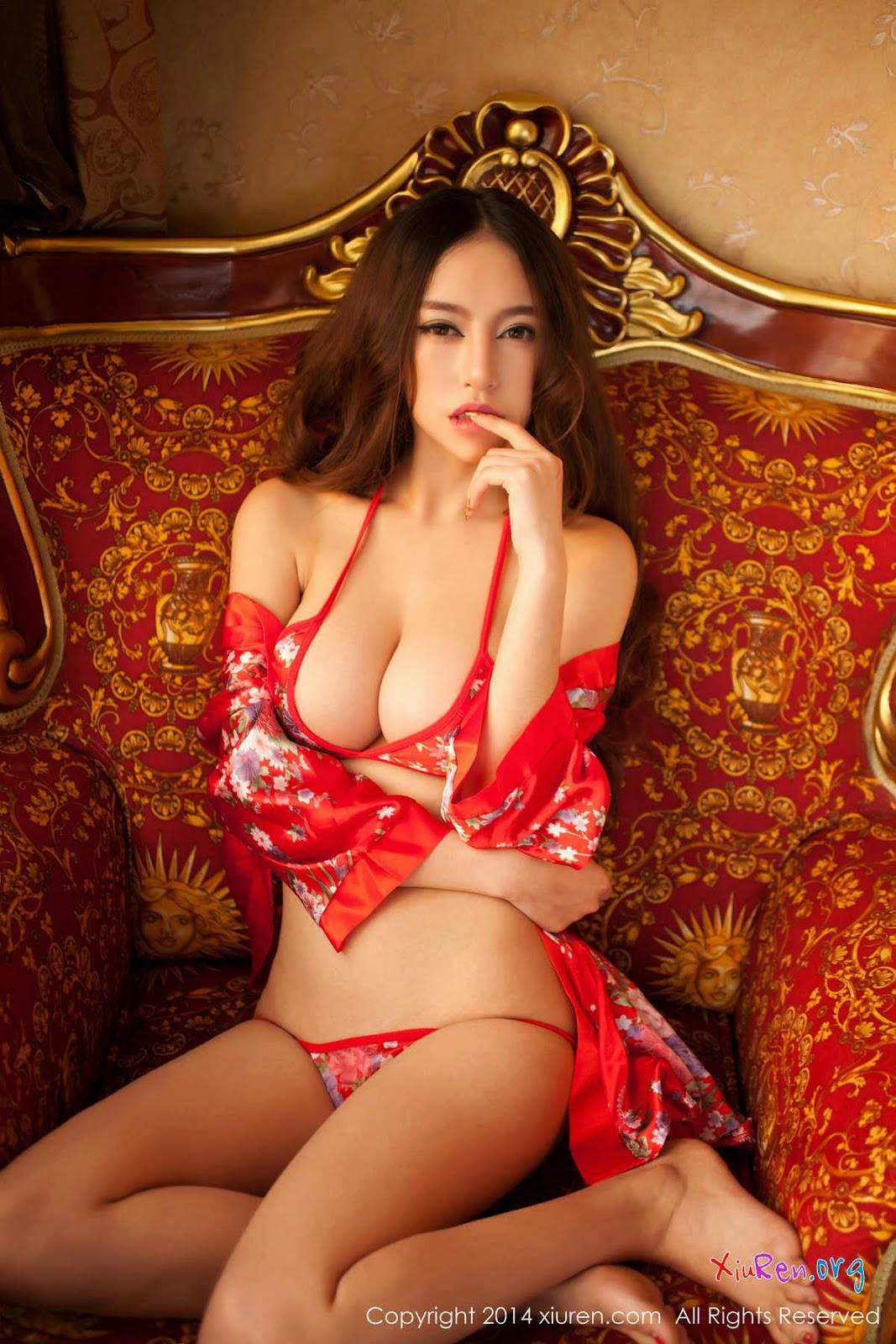 Японка в красных трусиках 14 фотография