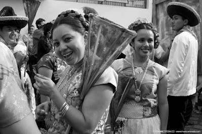 Mujer istmeña en guelaguetza Oaxaca