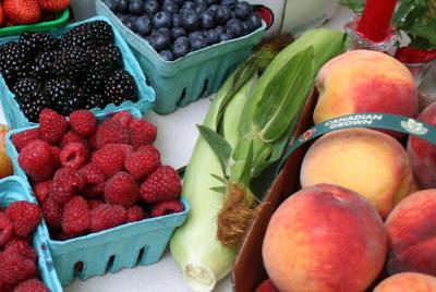 Focus on Life: Week 33 ~ In season: The farmer's market in Burlington, ON, a lovely late summer harvest: raspberries, peaches, blackberries, sweet corn :: All Pretty Things