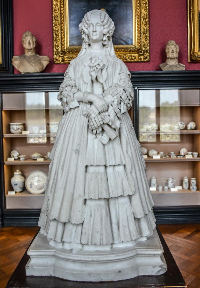 statue of madame