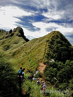 Narrow trail of Mt. Batulao