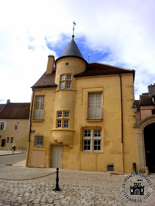 AVALLON (89) - Maison des Sires de Domecy