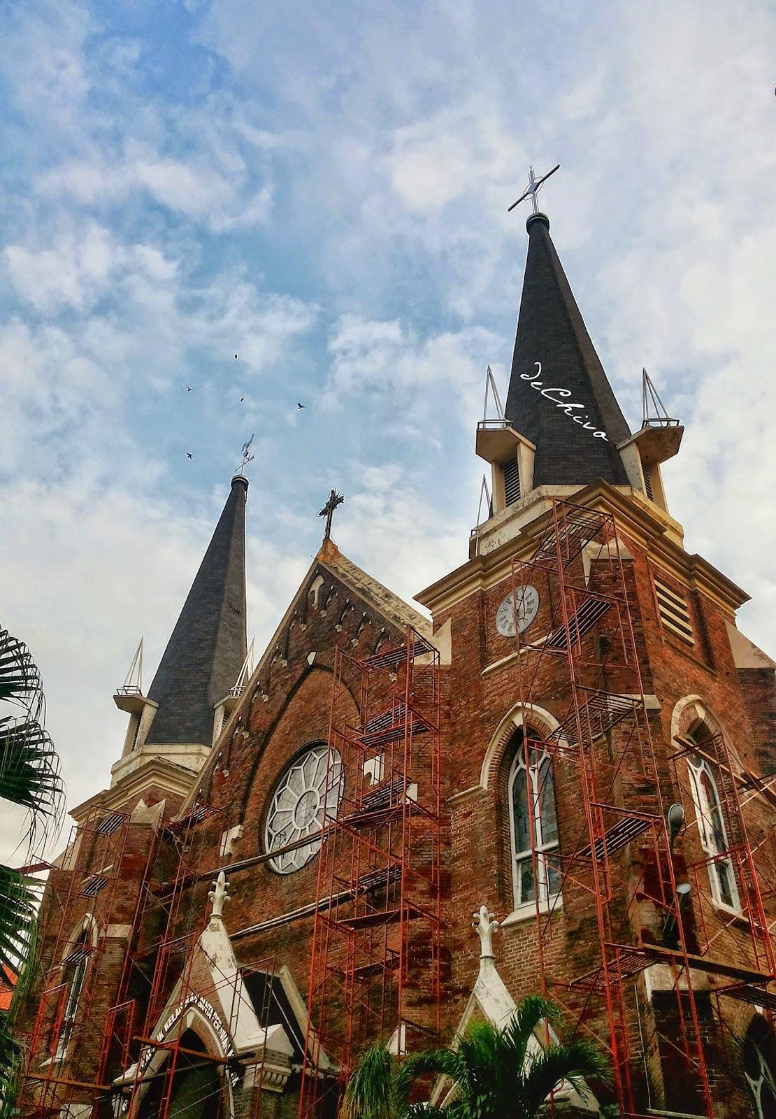 Gereja katholik tua di Surabaya