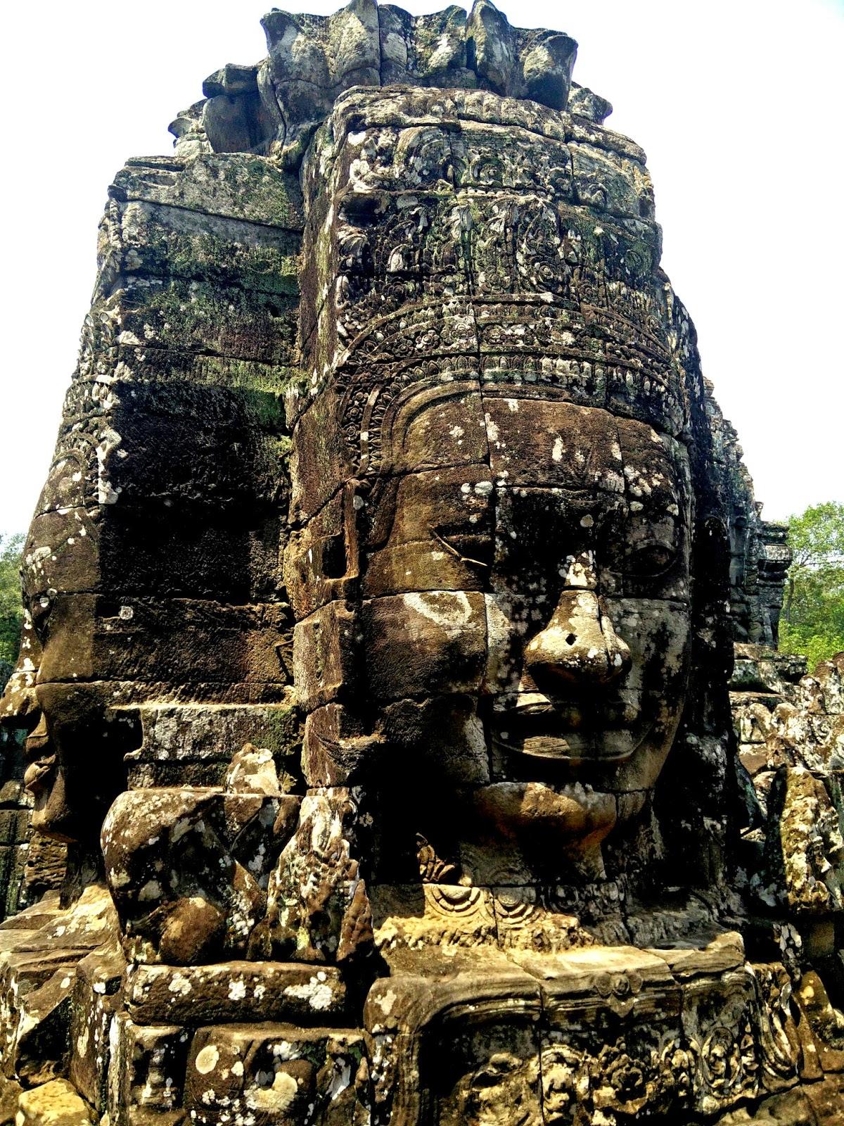 Храм Байон в Камбодже фото