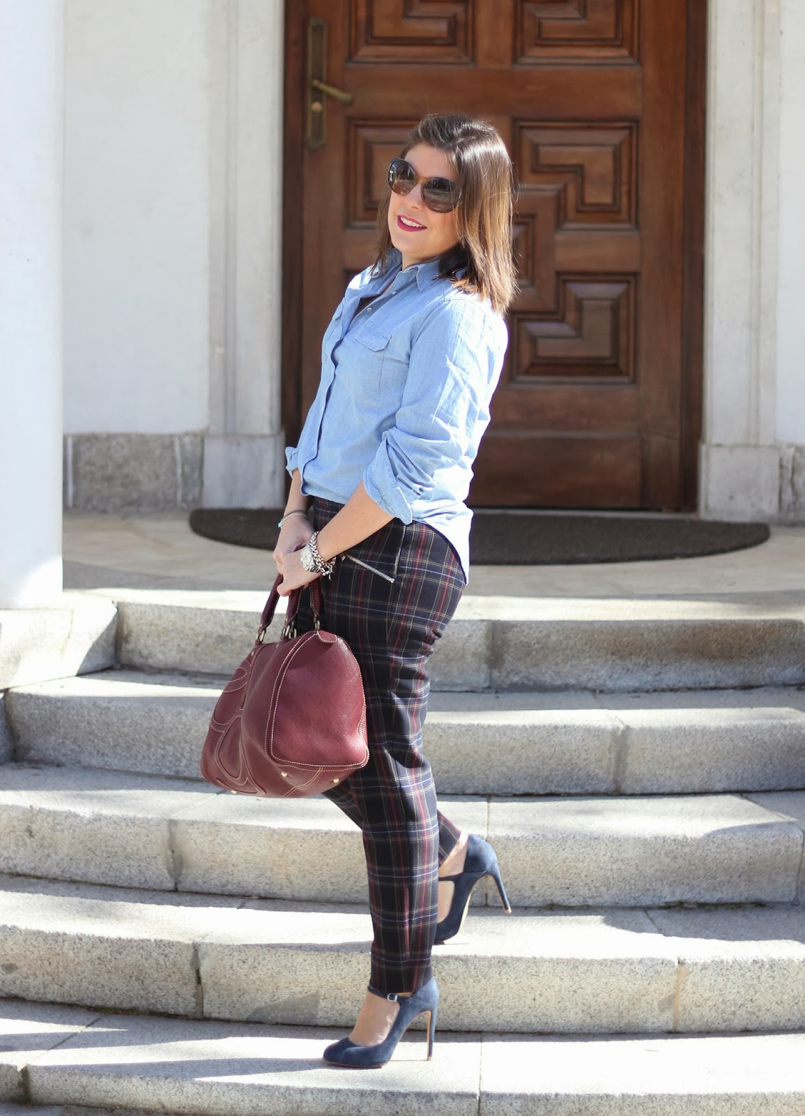 photo-look-streetstyle-tartan-pantalones-denim-blue