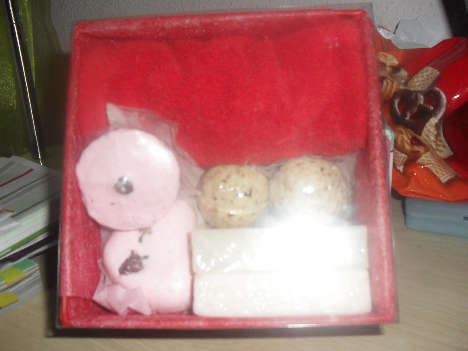 Set De Baño Mercadona: de jabón de rosas,una pastilla de jabón de fresas y una toalla de