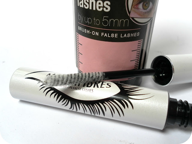 A picture of Magnifibres Brush-On False Lashes