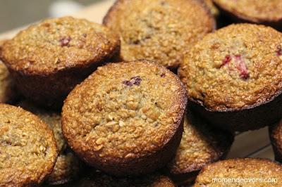Strawberry Banana Oatmeal Muffins | www.momendeavors.com
