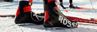 Sklep z nartami biegowymi.