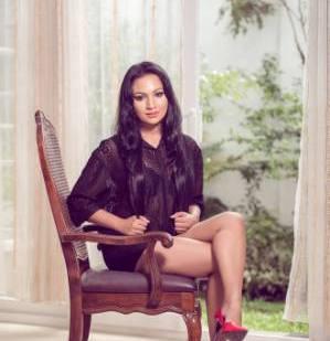 MODEL: Deshii Senadhira gossip lanka
