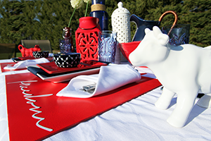 Red, White, and Blue Tablescape | www.blackandwhiteobsession.com