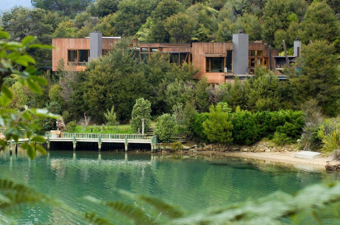 Loveisspeed Waterfall Bay House Is Located In
