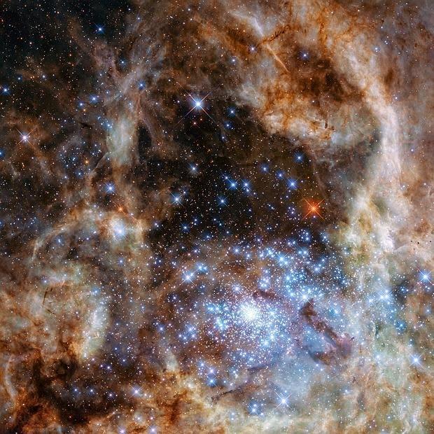 Descubren 9 estrellas 100 veces más masivas que el sol
