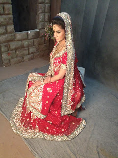 Pakistani Model Saba Qamar Behind The Scenes Of Bridal Shoot