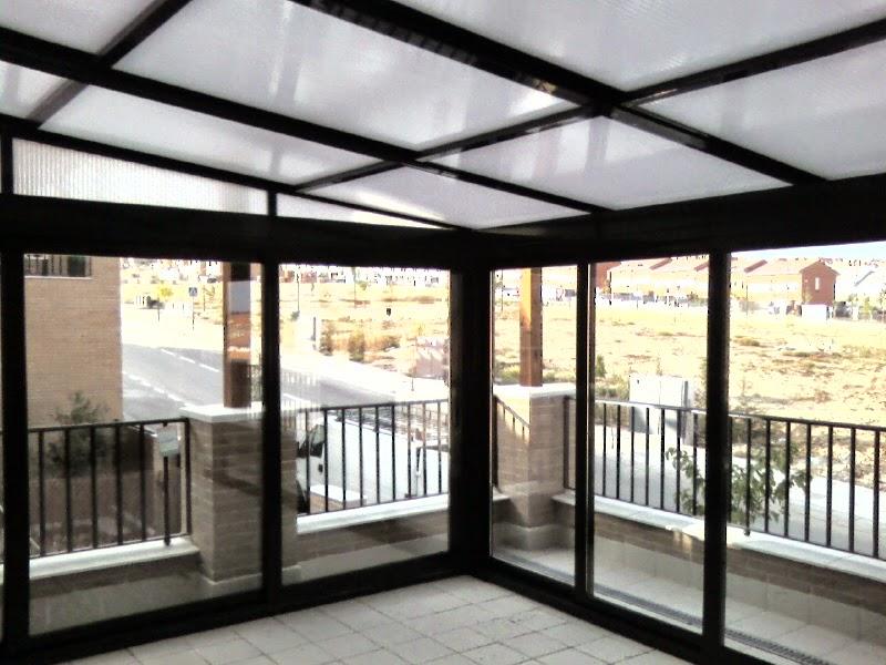 F brica en madrid cerramientos y acristalamientos de for Cerramiento aluminio terraza