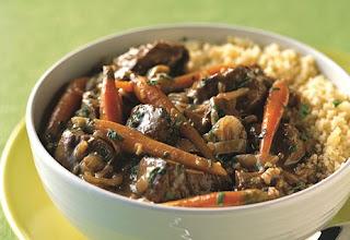 Тушеное мясо с морковью и черносливом