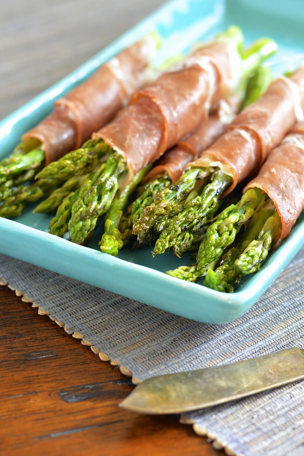 Bundles of asparagus wrapped in prosciutto, creamy goat cheese and a touch of garlic.