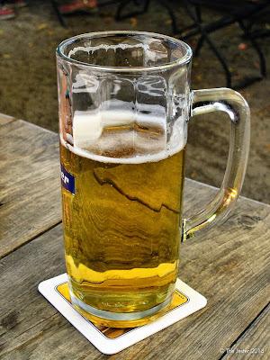 Ein Bier unter Kastanien