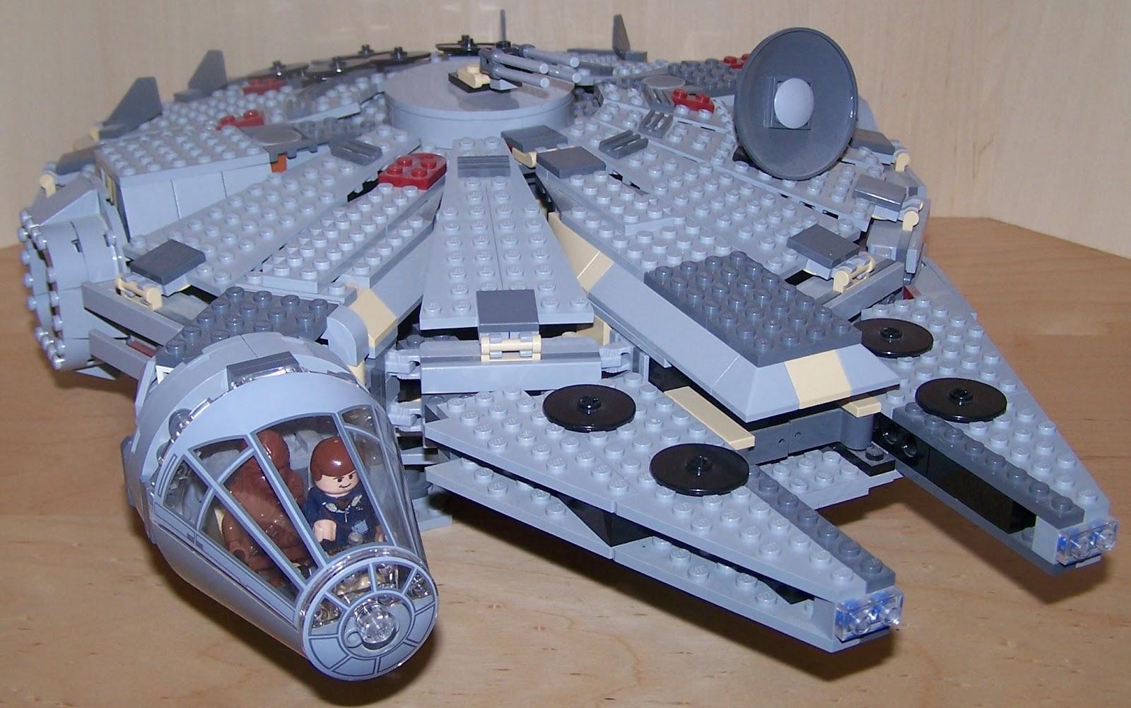 Lego Star Wars Millennium Falcon 2004 Lego millenium falcon