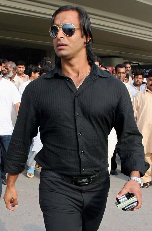 Shoaib Akhtar Girlfriend http://cricket52.blogspot.com/2011/07/old-wallpapers-of-pakistani-cricketer_20.html