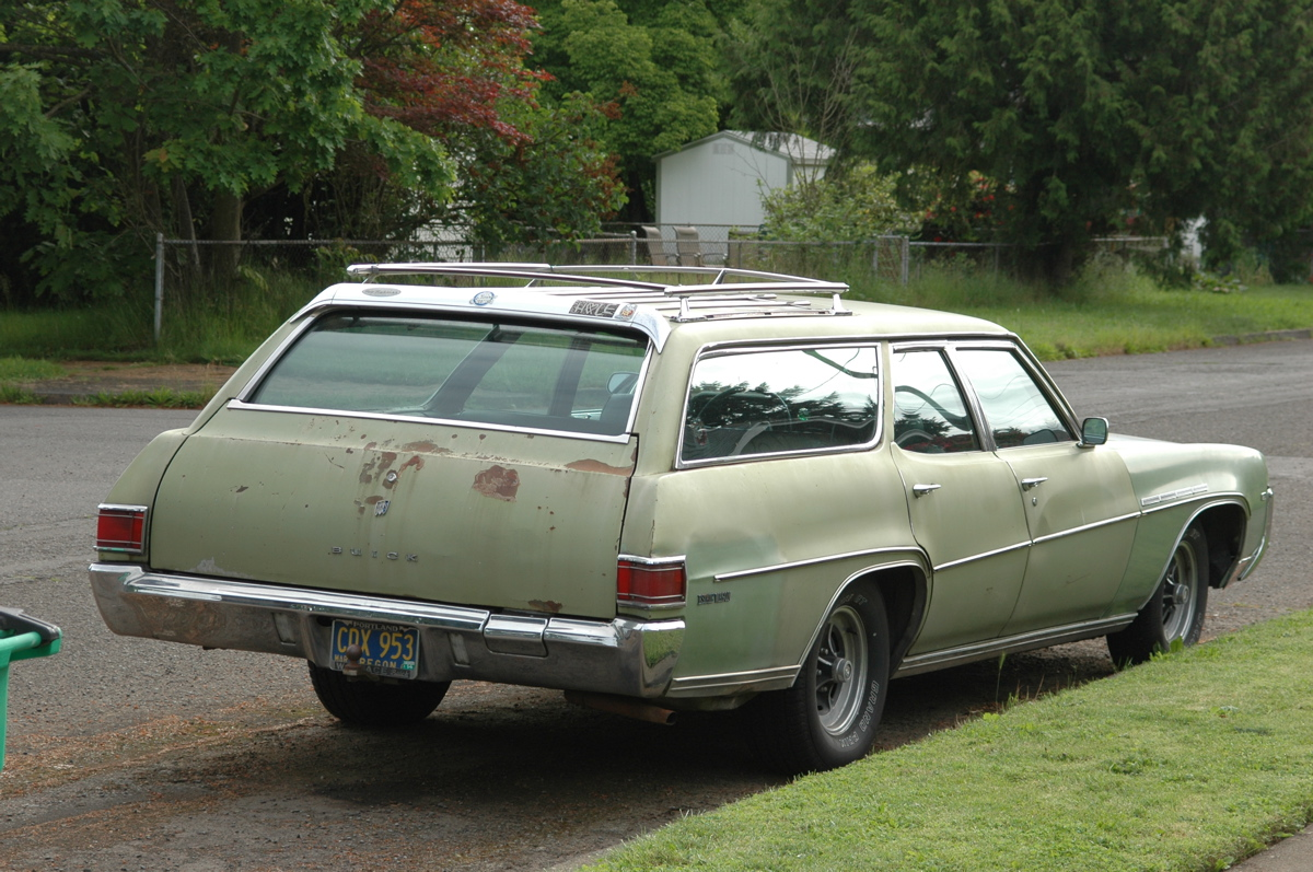 Old Parked Cars 1970 Buick Estate Wagon
