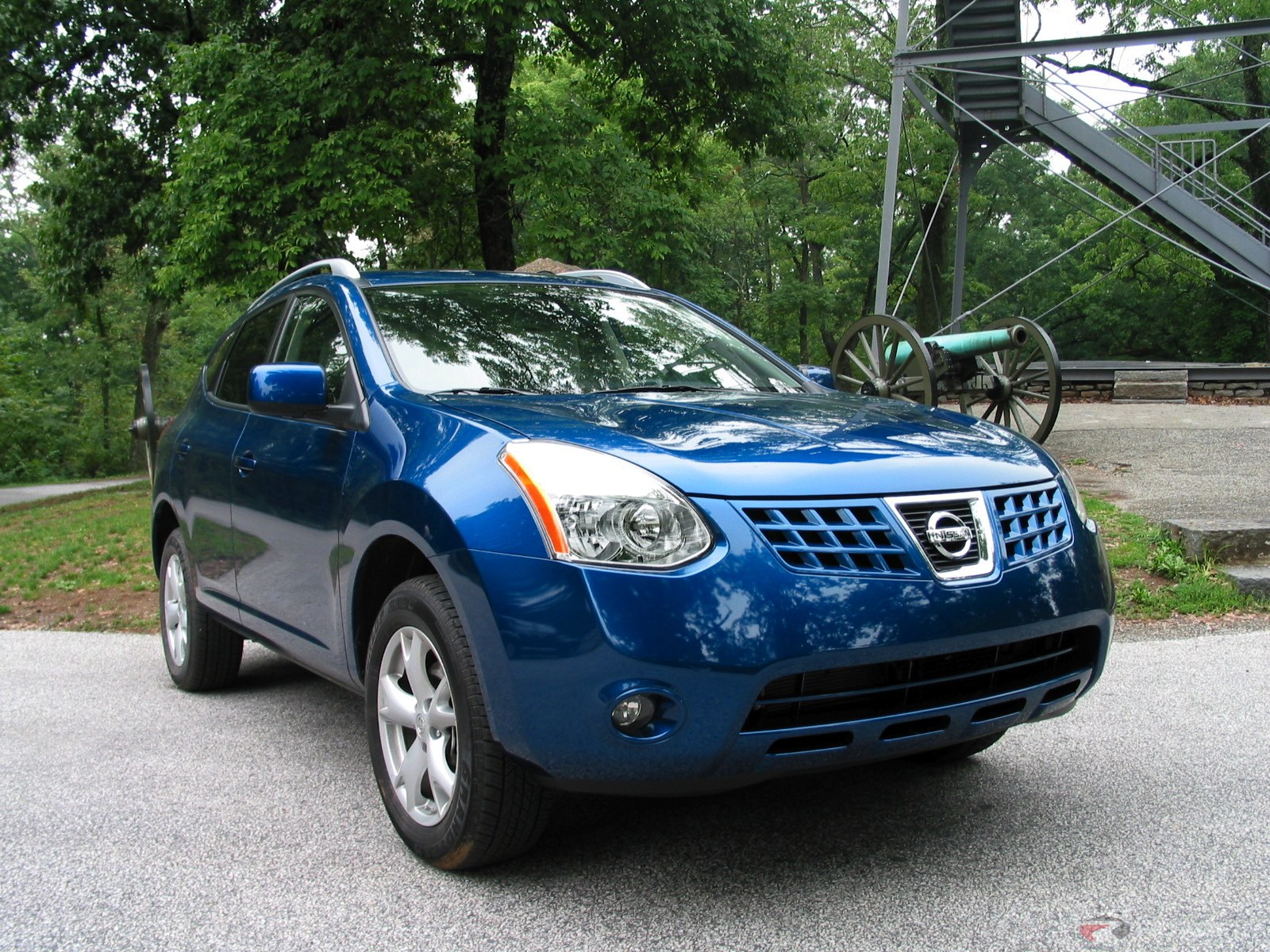 world automotive center nissan rogue is a compact crossover suv. Black Bedroom Furniture Sets. Home Design Ideas