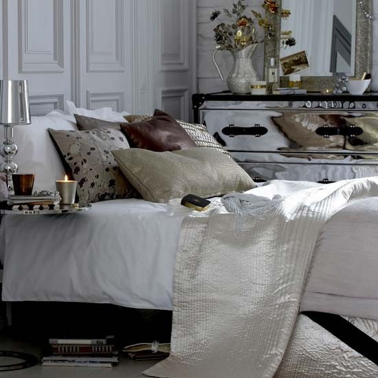 Eye For Design Decorating With Mirrored Furniture