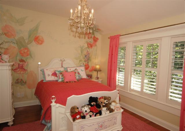 Habitaciones Decoracion Vintage ~ Dormitorio para ni?a estilo vintage con paredes de papel pintado