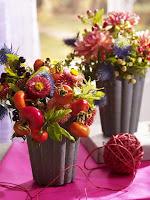 Есенни вазички с цветя и плодове
