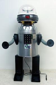 MASCOTE DA TURMA- ROBÔ R2