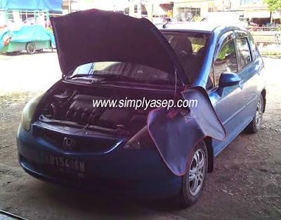 Mengganti Air Aki Mobil