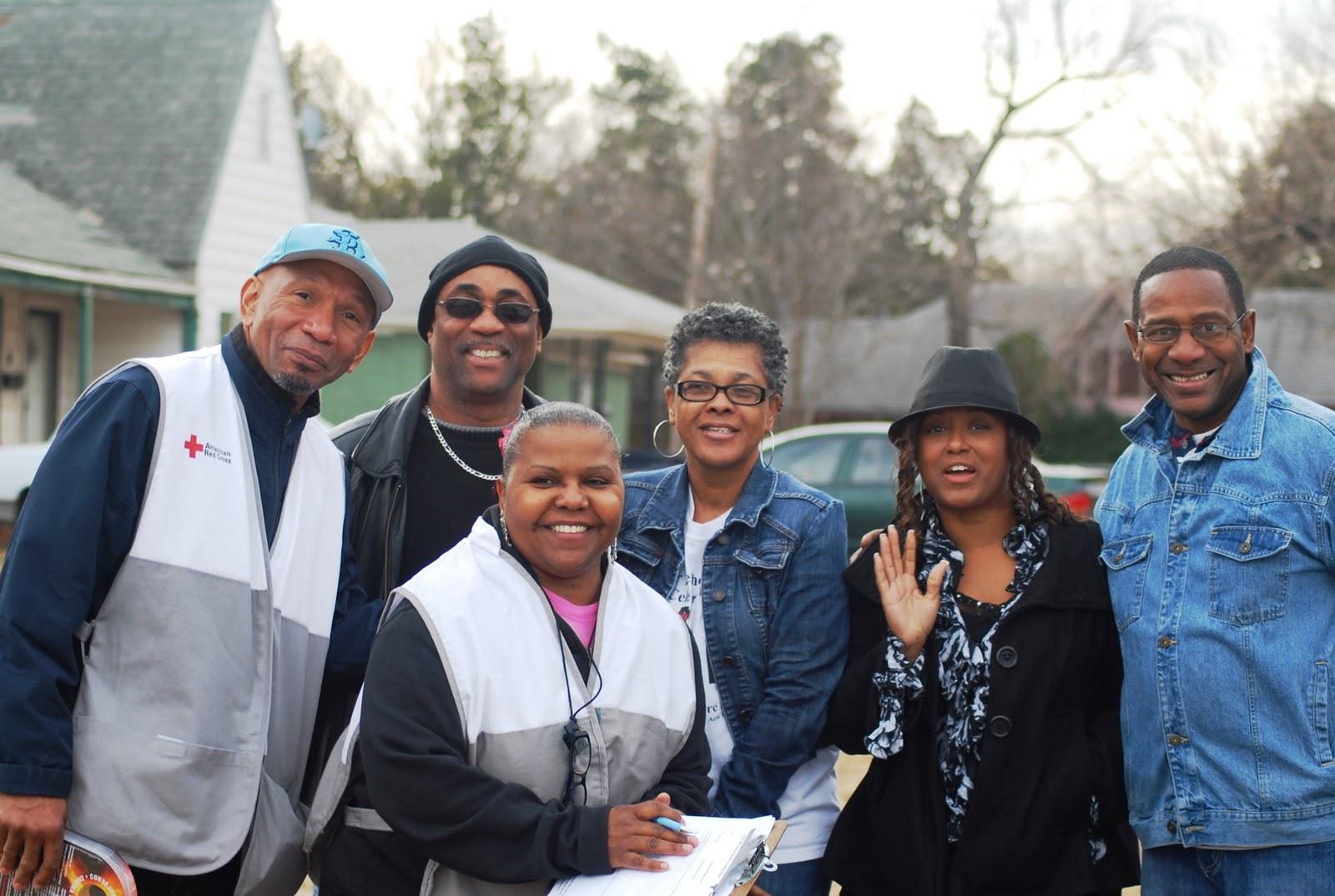 http://4.bp.blogspot.com/-QkCANtzUd68/TxSeVnni2UI/AAAAAAAAIoM/lzs9Ux9pN1s/s1600/American+Red+Cross+Workers+MLK+OKC.jpg