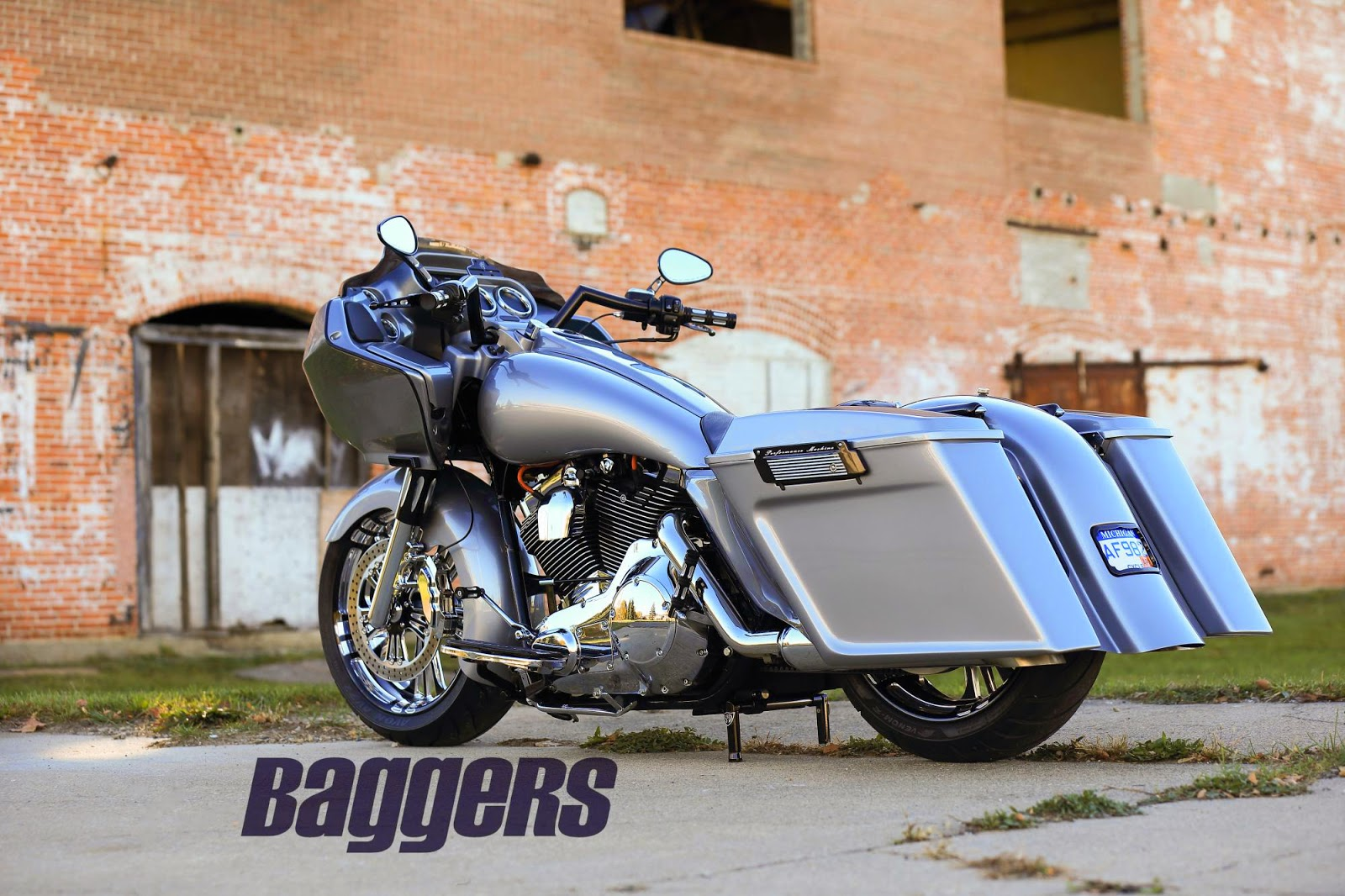 Racing Caf U00e8  Harley Road King 2004 By Native Custom Baggers