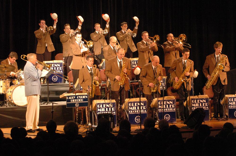 Glenn Miller naci  243  el 1ero de Marzo  1904  en Clarinda  Iowa Glenn Miller Orchestra 1938