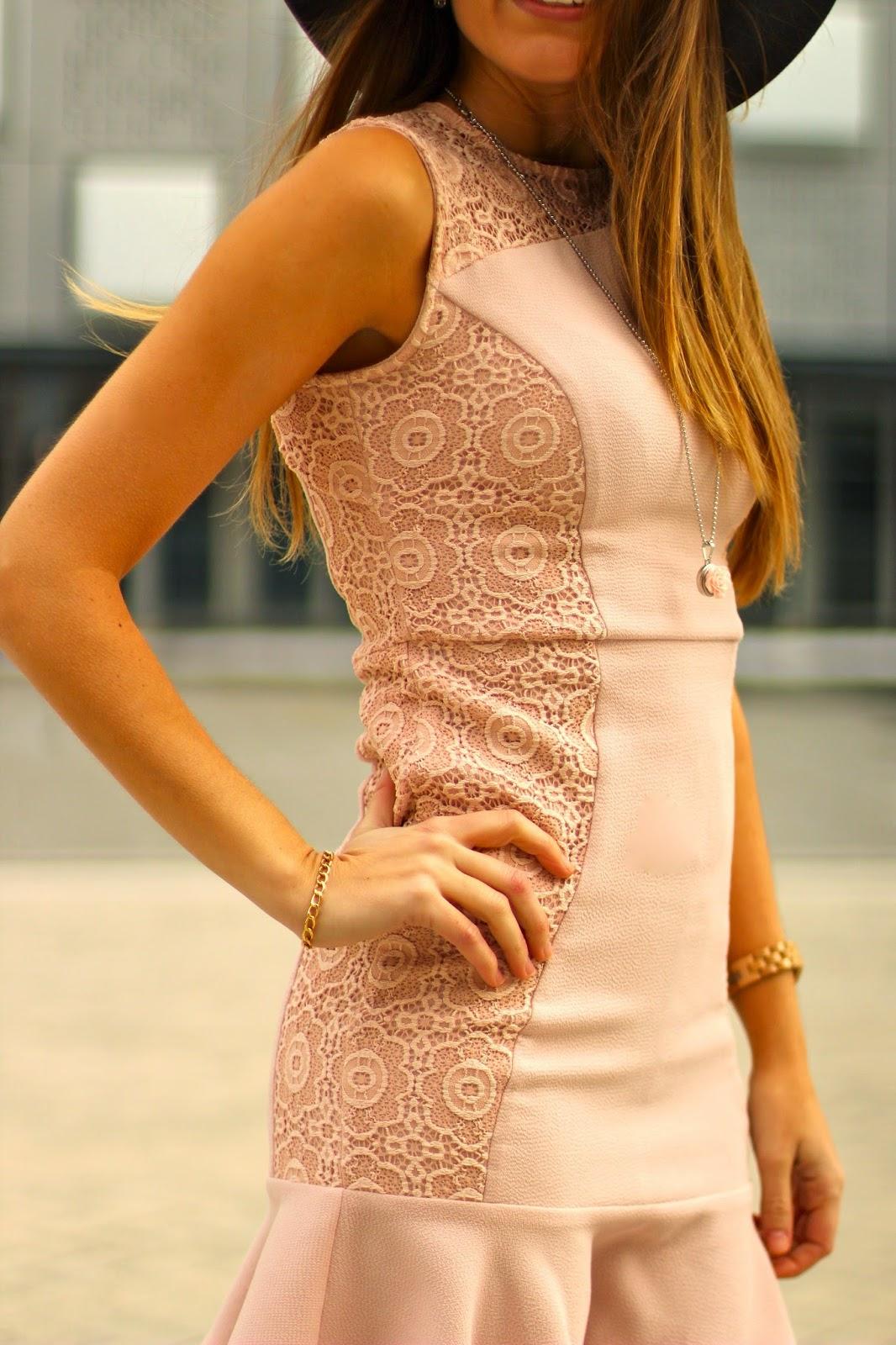 vestido puntilla