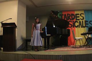 Kim durante el recital de las clases de piano