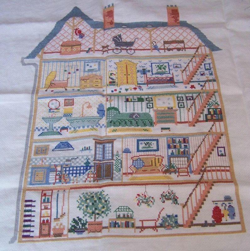 Cross stitch dollhouses la maison de poupees for A la maison translation