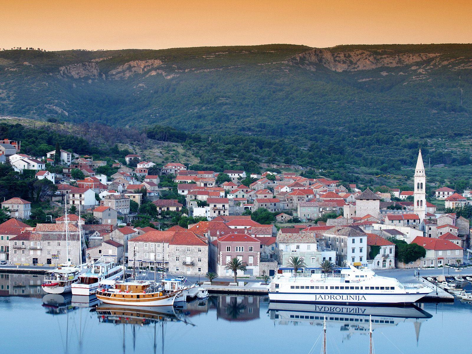 http://4.bp.blogspot.com/-QksdG63mGz0/TrvYWhqnKXI/AAAAAAAABGY/eo2aEJfplow/s1600/Port+of+Jelsa%252C+Hvar+Island%252C+Croatia.jpg