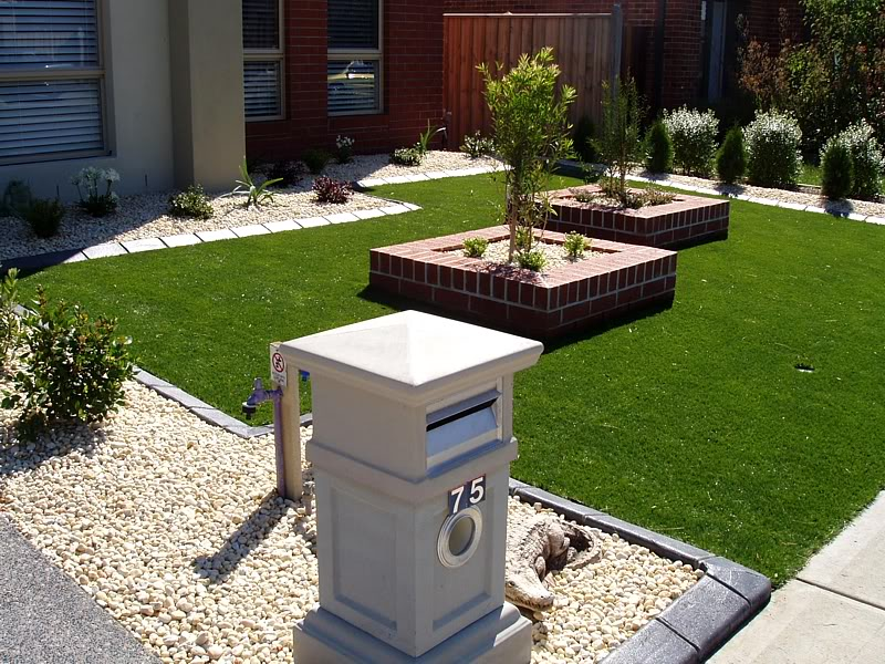 Front garden ideas garden edging ideas for Garden bed ideas for front of house australia