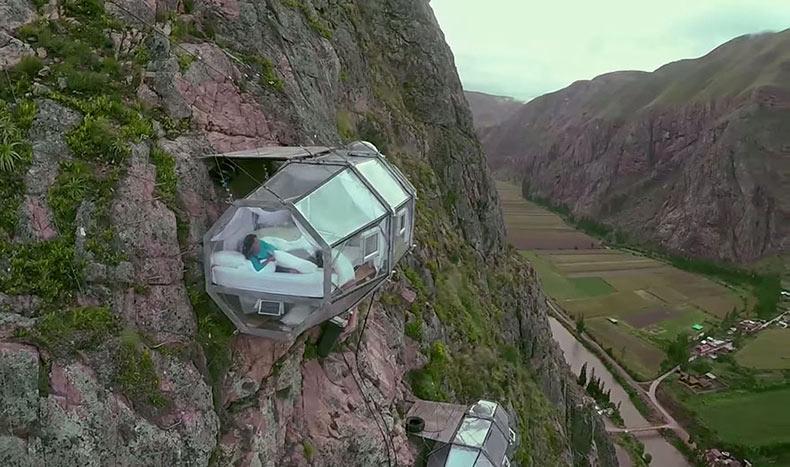 Aterradoras habitaciones transparentes a 122 metros sobre el Valle Sagrado en Perú