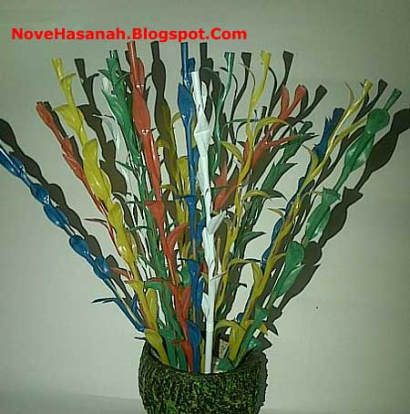 langkah-langkah membuat bunga dari sedotan plastik