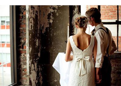http://4.bp.blogspot.com/-Ql72uYoajxw/TWaCM9JcRQI/AAAAAAAAGXo/R7_TZkqyqlI/s1600/backdress.jpg