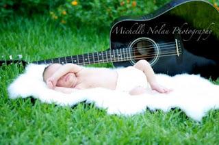 Gambar wallpaper bayi lucu dan gitar gratis