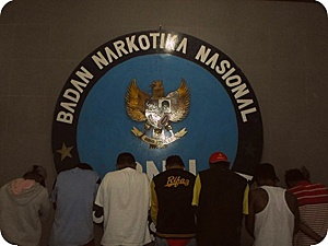 BNNP Papua Ciduk 7 Remaja Pengguna Ganja di Pantai Dok II