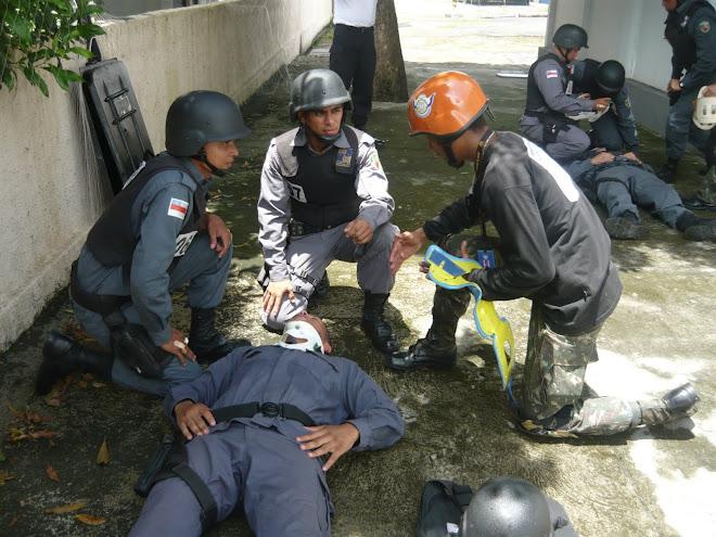 PRIMEIROS SOCORROS SOB AÇÃO DE EXPLOSIVOS, PARA ALUNOS DO CURSO DO ANTI-BOMBA DA PM DO AMAZONAS