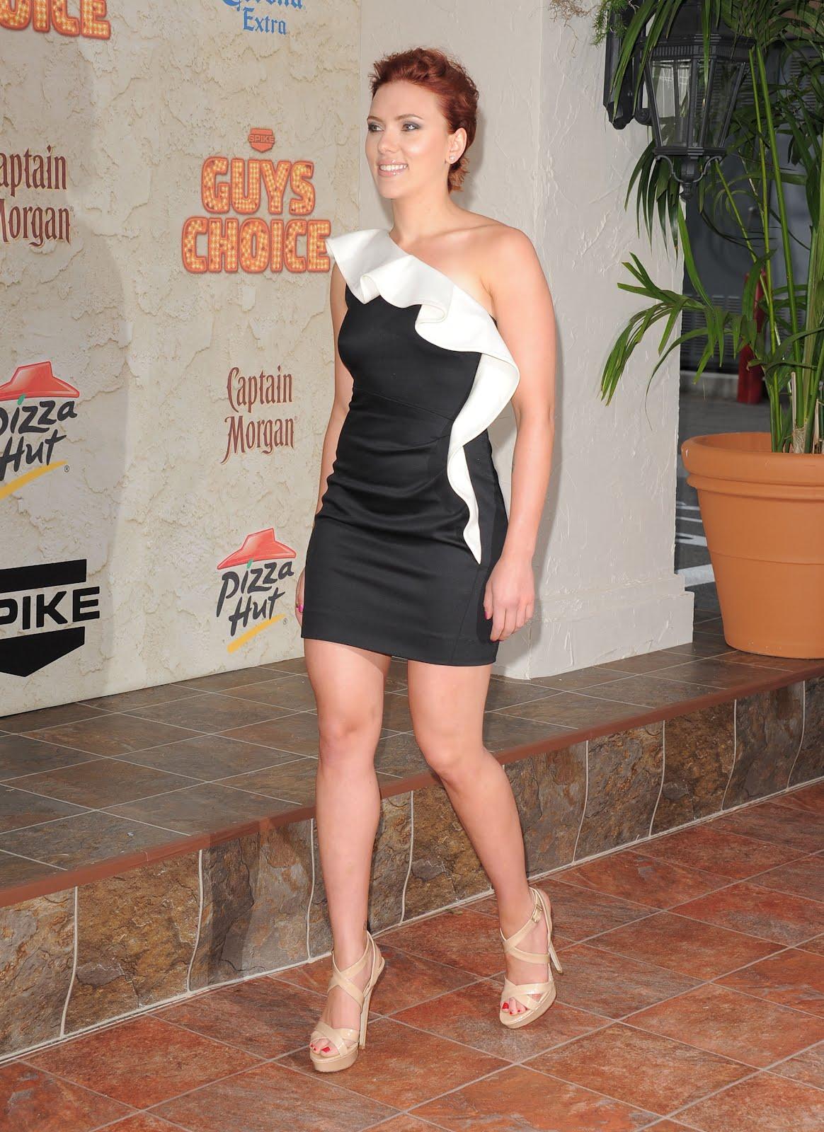 http://4.bp.blogspot.com/-Ql_ULMqHBbQ/UDXvbqjaztI/AAAAAAAAByY/lxaDabL-44Q/s1600/Scarlett-Johansson-Feet-Heels-6.jpg
