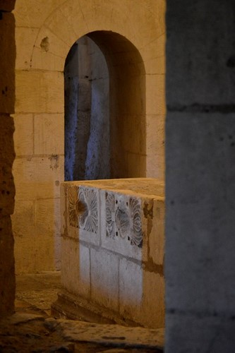 4 La Crypte - Montmajour